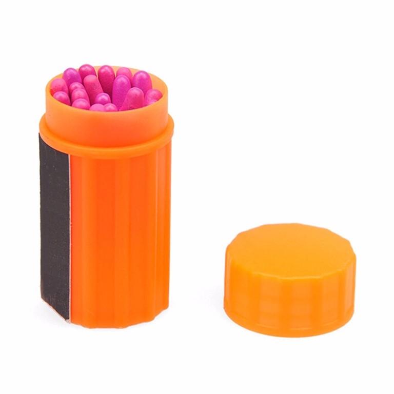 Tube étanche orange avec 20 allumettes tout temps.