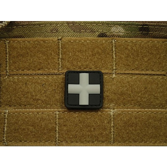 Patch 3D gomme souple croix médicale noir