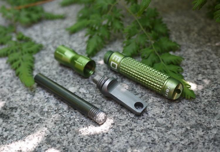 EDC Striker XL vert
